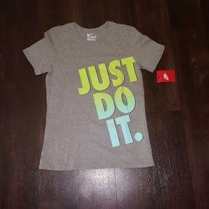 Women's M Nike tee